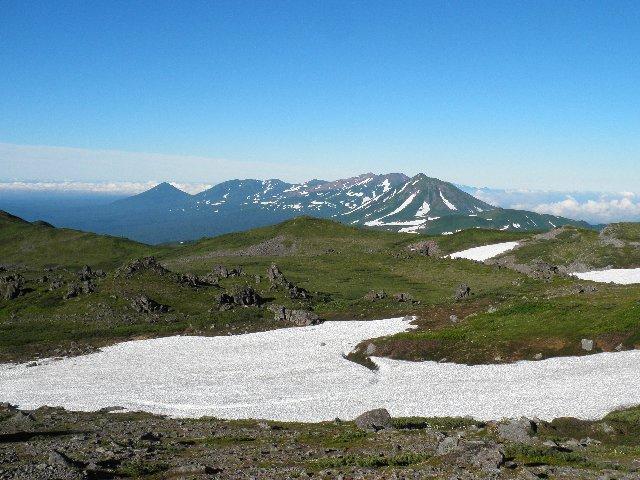 トムラウシ公園から十勝岳を望む
