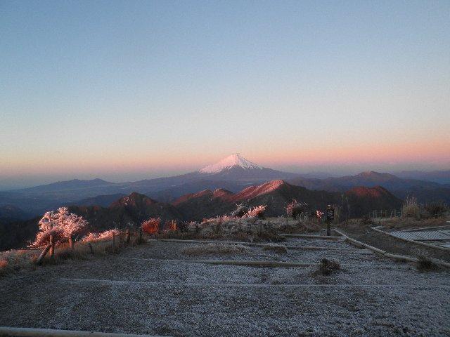 12月13日 朝日に輝く富士